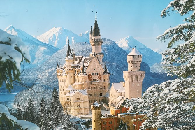 Private Tour from Innsbruck to Neuschwanstein castle,oberammergau and Linderhof