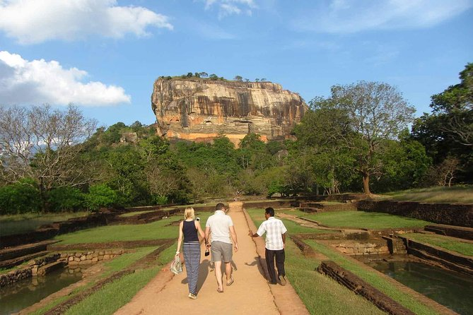 Day Tour to Minneriya Safari and Sigiriya rock photo 4