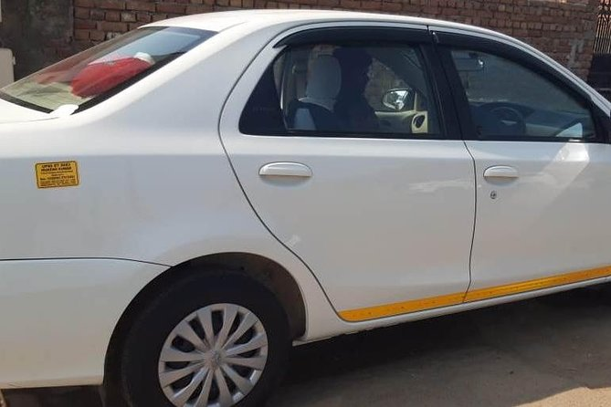 Transfer from New Delhi to Agra by Private car