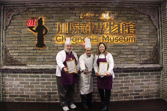 Private Chengdu Classic Tour: Panda Base and Sichuan Cuisine Research