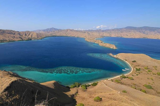 Private tour 4 days 3 nights Komodo on boat, waterfall and Rangko cave