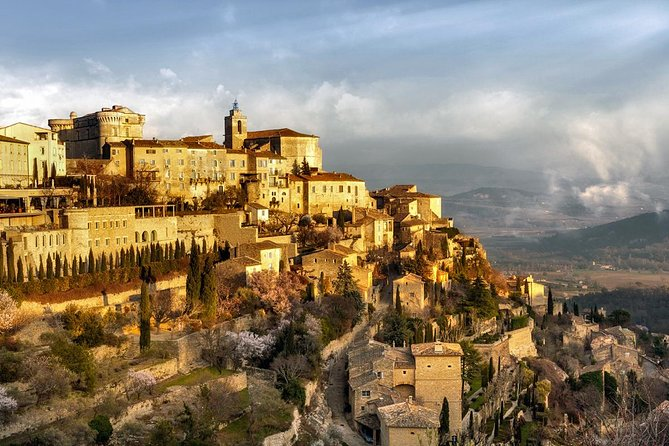 PRIVATE Full Day Luberon Villages Walking Tour from Avignon