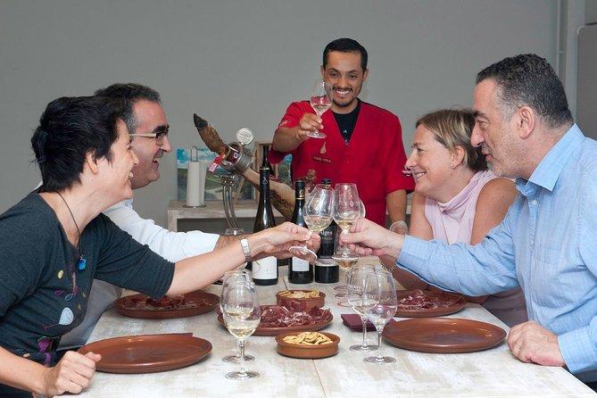 Experiencia privada en jamón y cata de vinos en Barcelona