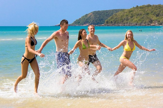 3-Day Tour from Sydney to the Gold Coast Including Port Stephens and Byron Bay