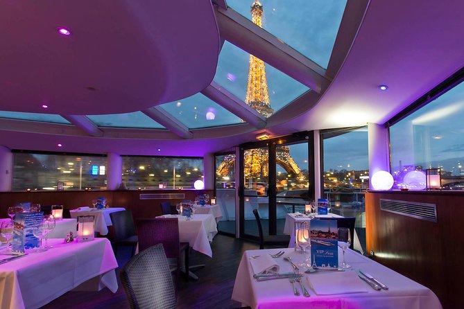 'S nachts Parijs Seine River Cruise met uitzicht op de Eiffeltoren, diner en live entertainment
