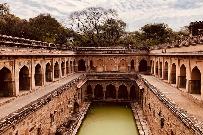 Private Walking Tour: South Delhi Heritage including Qutub Minar and Mehrauli Archaeological Park