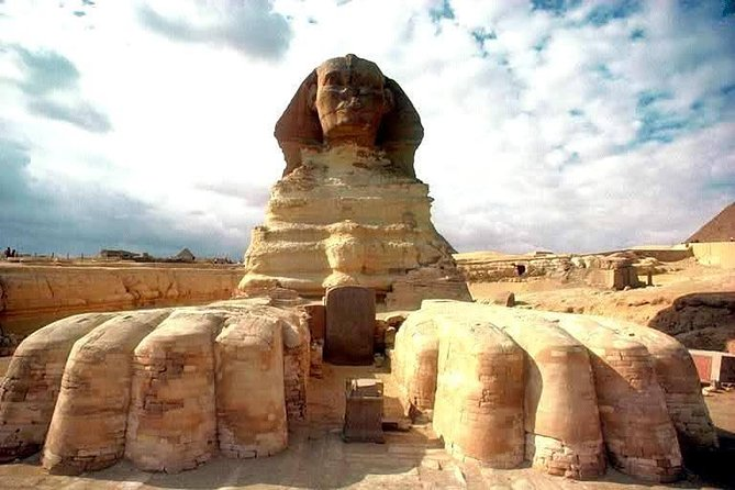 Private Full Day Tour to Giza Pyramids, Sphinx, Citadel and Old Cairo