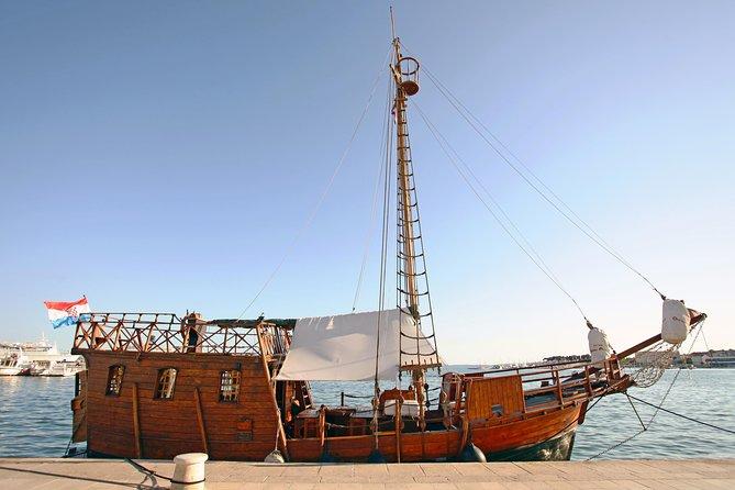 Pirate ship sightseeing tour