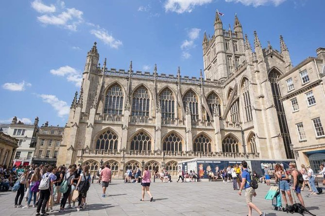 Small Group Tour with Entries to Windsor Castle & Stonehenge & Time in Bath