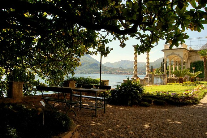 Gardens and parks between Bellagio and Varenna with an aperitif on Lake Como