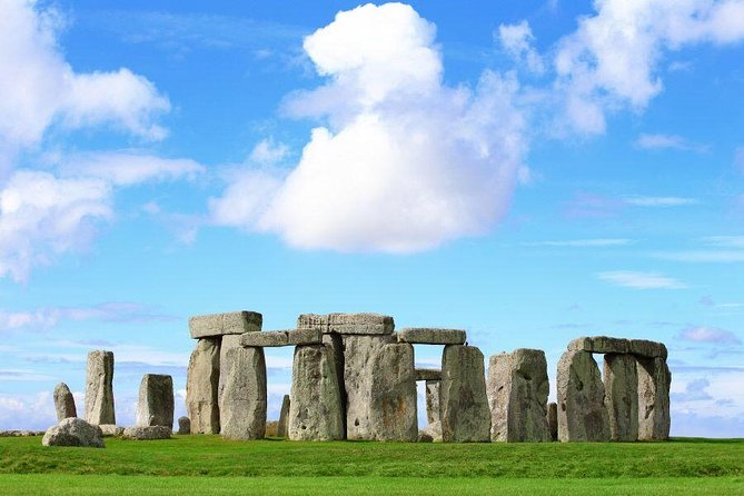 Small Group Tour to Windsor Castle & Stonehenge with Entries