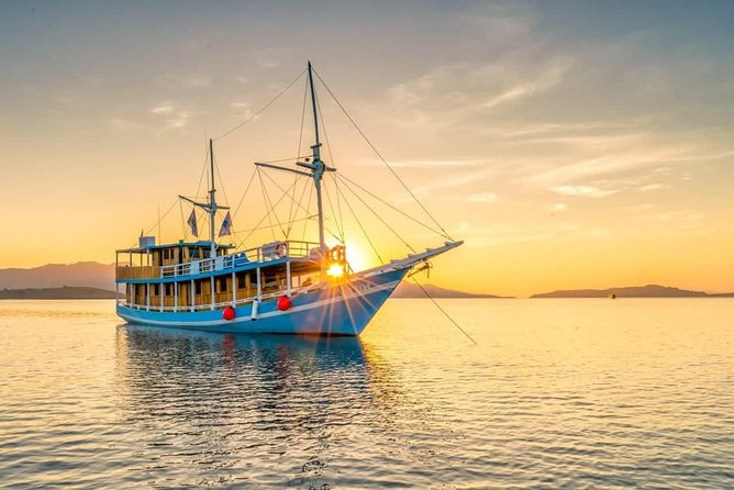 Private boat trip Komodo 2 or more person for 3 days 2 nights, Kelor, Rinca...