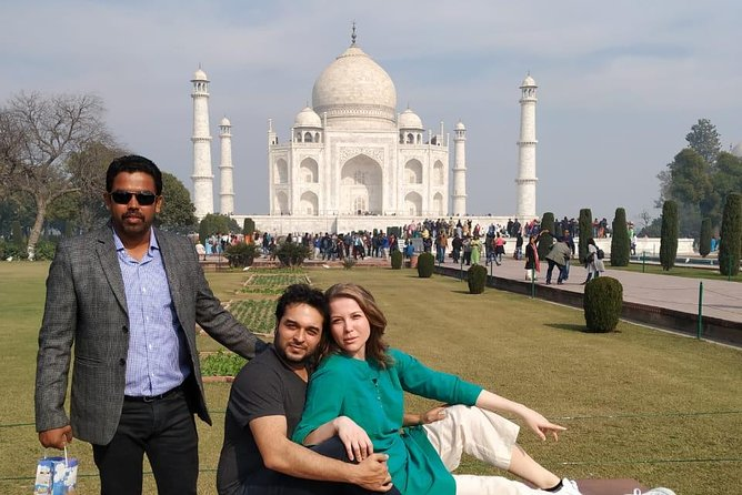 Early Morning Taj Mahal Sunrise Tour with Entrance fees from Delhi