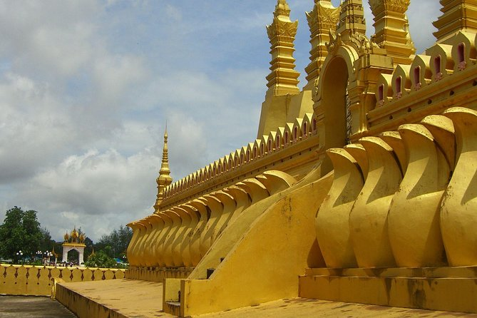 Private Tour: Full-day Vientiane's Must-See Sights and River Sunset with Lunch
