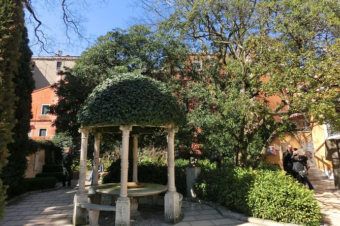 Private tour of the Peggy Guggenheim collection and Dorsoduro photo 4