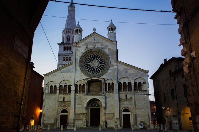 Modena Highlights Small Group Tour by Night