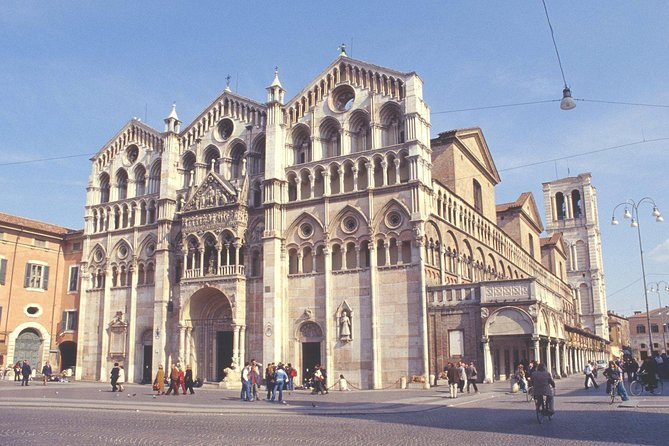 Ferrara Highlights Small Group Tour with a Local Guide