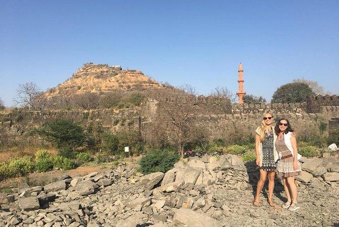 Ellora Caves Guided Tour with Daulatabad Fort and Mini Taj Mahal
