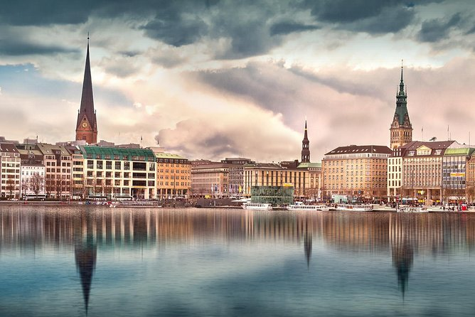 Hamburg Package: Bus City Tour, Harbor Cruise, Alster Cruise