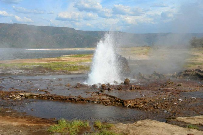 2 days lake Bogoria and lake Nakuru flamingos guided tour from Nairobi photo 1