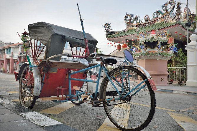 Penang Night Tour with Trishaw Ride & Dinner