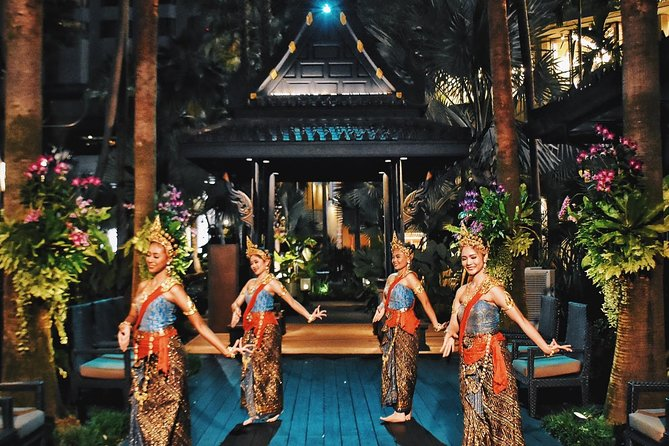 Shangri-La Hotel's Salathip Thai Restaurant Experience