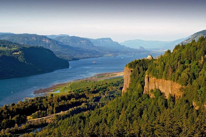 Small Group: Columbia River Gorge Waterfalls Tour from Portland