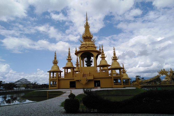 1 Day Trip White Temple - Tea Plantation - Longneck - Cruise to Laos Market