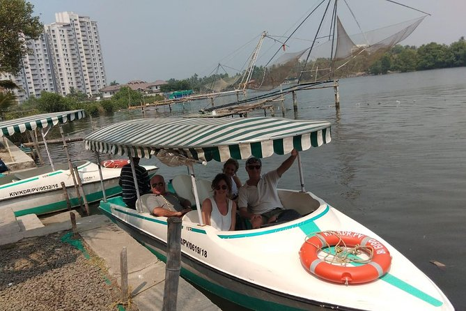 Cochin tuk tuk tours and One hour Backwater Tour with pickup from Cruise ship photo 14