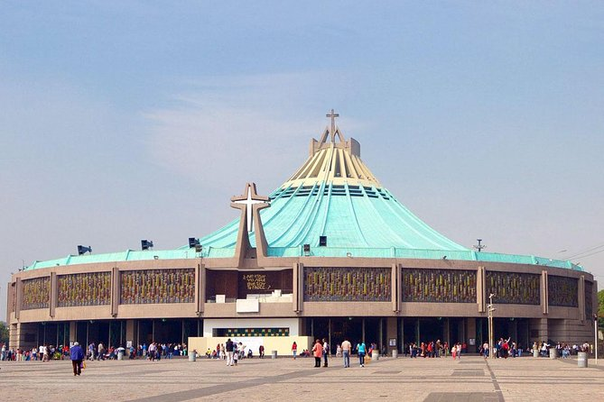 2 Days visiting Basilica of Guadalupe, Pyramids, Frida Kahlo museum & Xochimilco