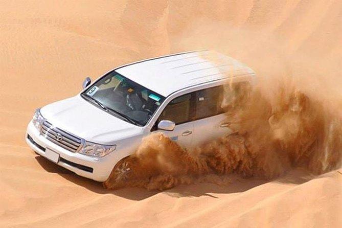 Sunset Desert Safari Dubai con intrattenimento dal vivo