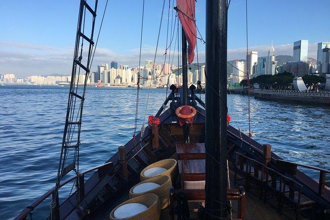 Hong Kong Night Tour: Peak Tram Rides plus Madame Tussauds
