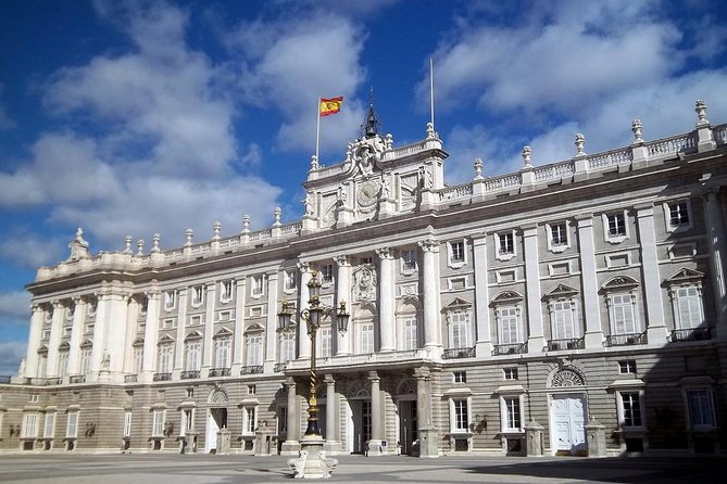 Madrid City Sightseeing og Spring over linjen Royal Palace Guided Tour