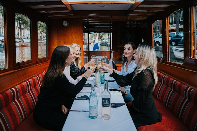 Classic boat tour with cheese tasting