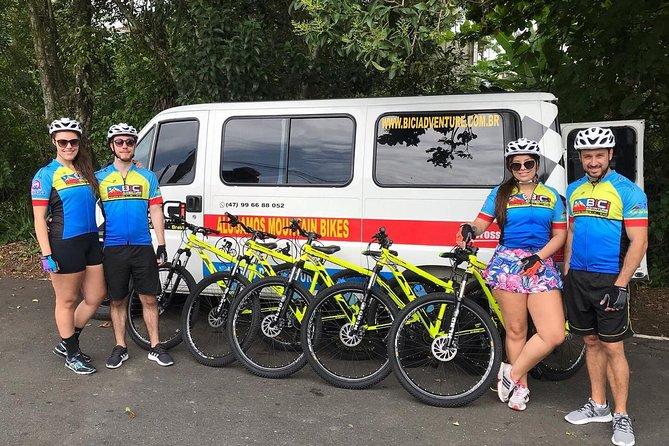 Novidade! Tour de bicicleta em Balneário Camboriú Praia Brava