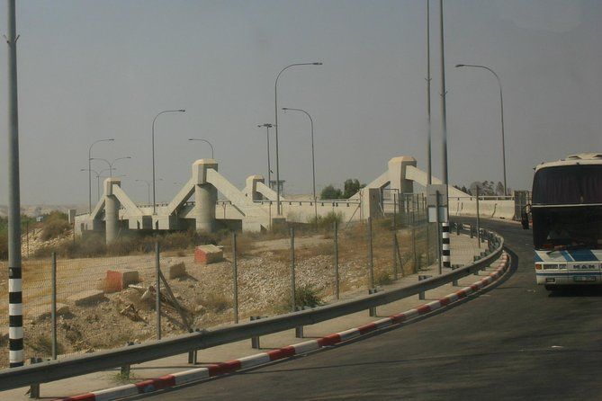 (Price per vehicle 4-Pax) Aqaba Transfer to/from King Hussein Bridge