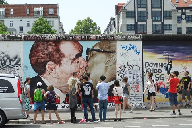 Berlin Wall 24-hour Hop-on Hop-off Tour