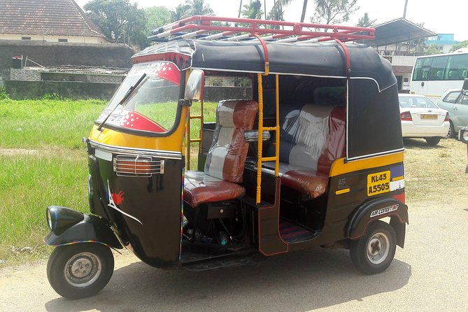 Tour in Tuk Tuk and Public Transport to Kochi Heritages