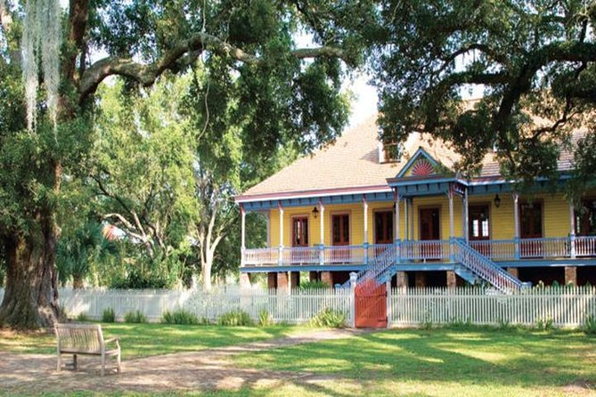 N'awlins Luxury: Laura, Oak Alley or Whitney Plantation with Swamp Tour