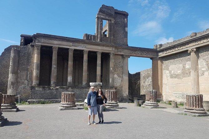 Recorrido en grupo pequeño por el sitio arqueológico antiguo de Pompeya sin colas