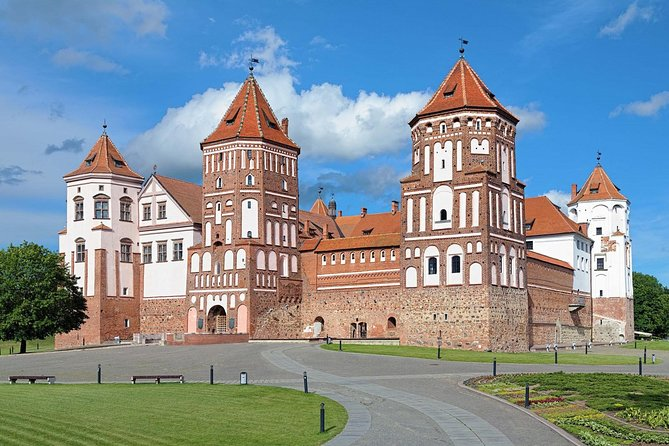 Sightseeing tour from Minsk to Mir, Nesvizh Castles and Brest Fortress