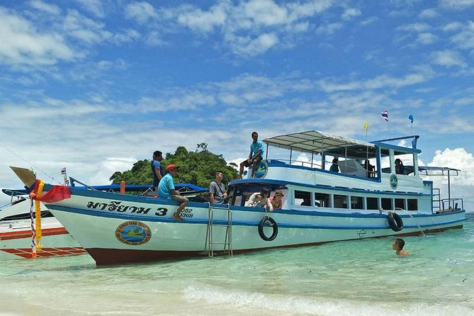 4 Islands Snorkeling Tour by Big Boat from Krabi