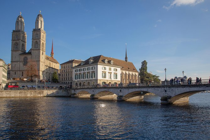Zurich City Highlights Tour with Felsenegg Cable Car and Ferry Ride