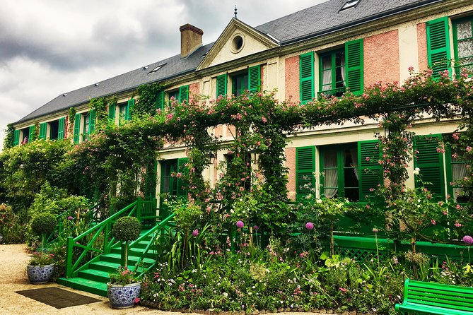 Paris & Giverny in One Day with Lunch and Roundtrip VIP Transportation