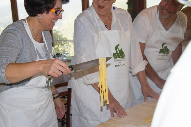 Tuscan family cooking course with full menu