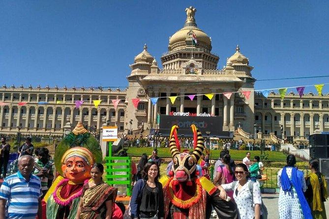 Excursão de dia inteiro a Bangalore com pick up, guia, almoço e carro particular