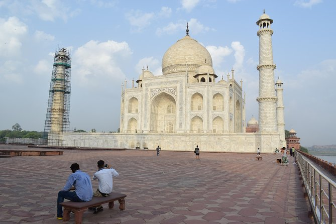 Luxury Sunrise Taj Mahal Tour from Delhi By Car.