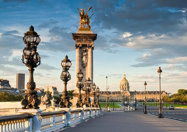 Paris City Tour by minibus and audioguide, Cruise on Sein, Dinner show in Lido