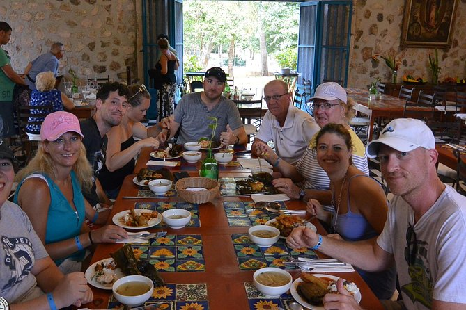 Chichen Itza Private Tour with Sacred Cenote and Authentic Lunch