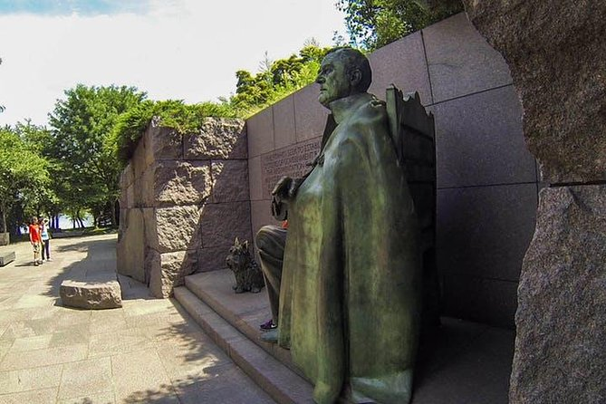 """Washington DC """"Monuments By Morning"""" Sightseeing Bus Tour"""